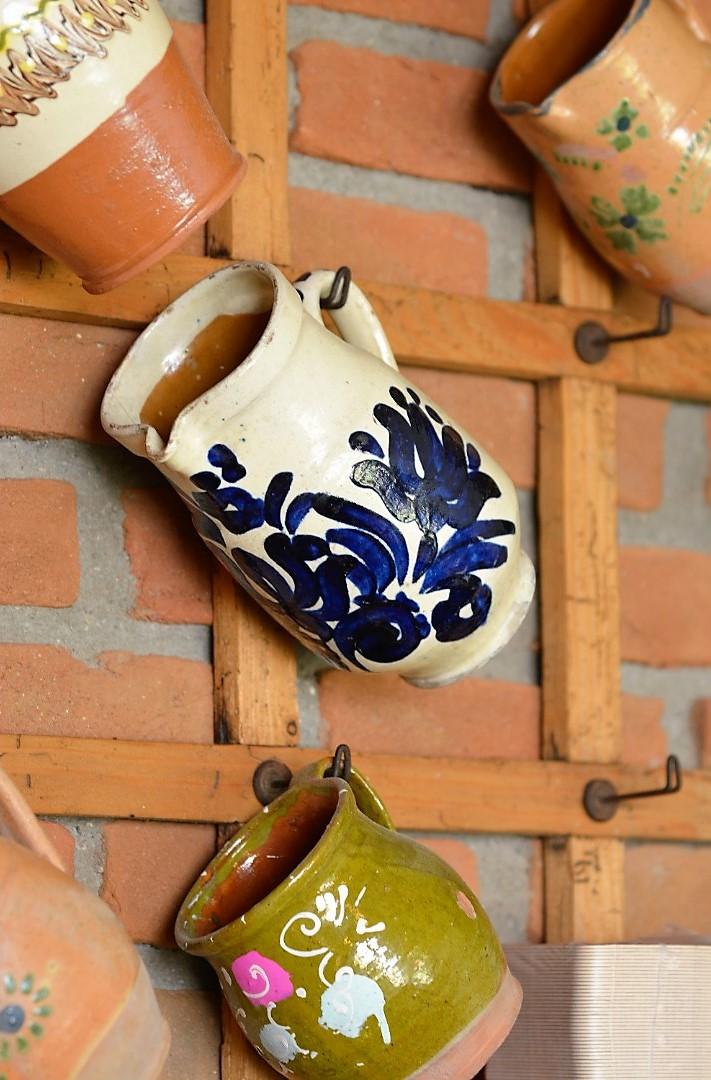 Întreg designul a fost realizat de familia Dobre, cu o atenție fantastică pentru obiectele vechi și tradiționale