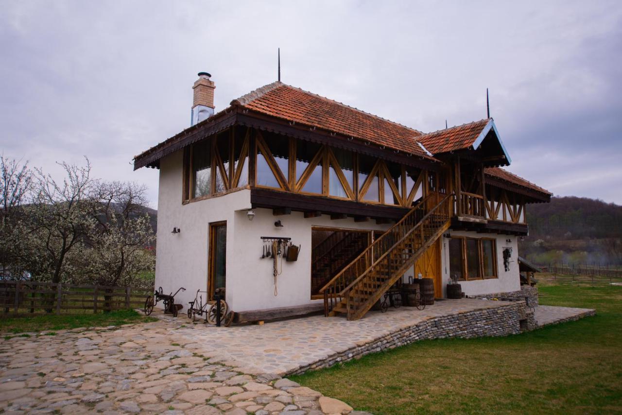 Fânarul a fost cea de-a doua construcție a gospodăriei și are trei camere la etaj