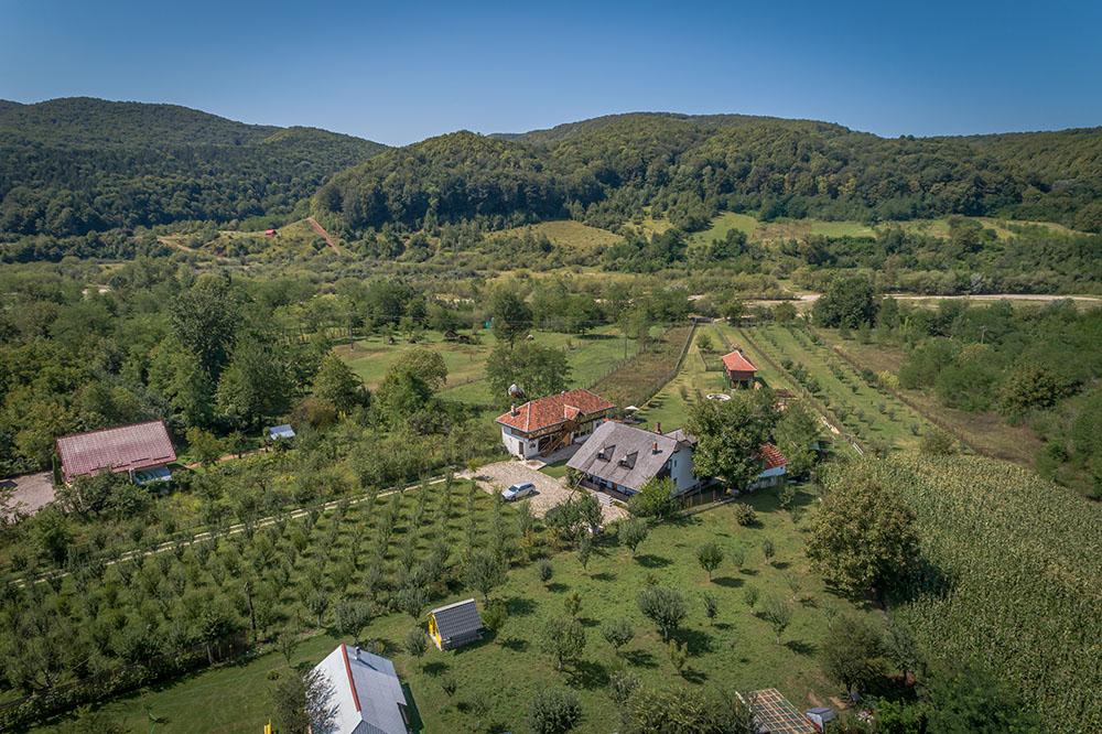 Satul Banului Guesthouse este un loc unde-ți duci viața în offline