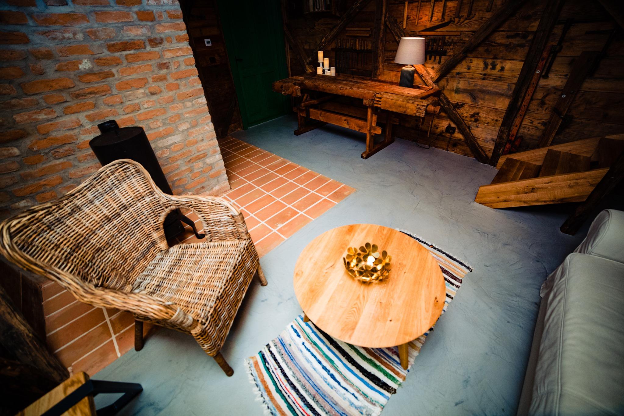 Atelierul de tâmplărie al gospodăriei este un tiny house