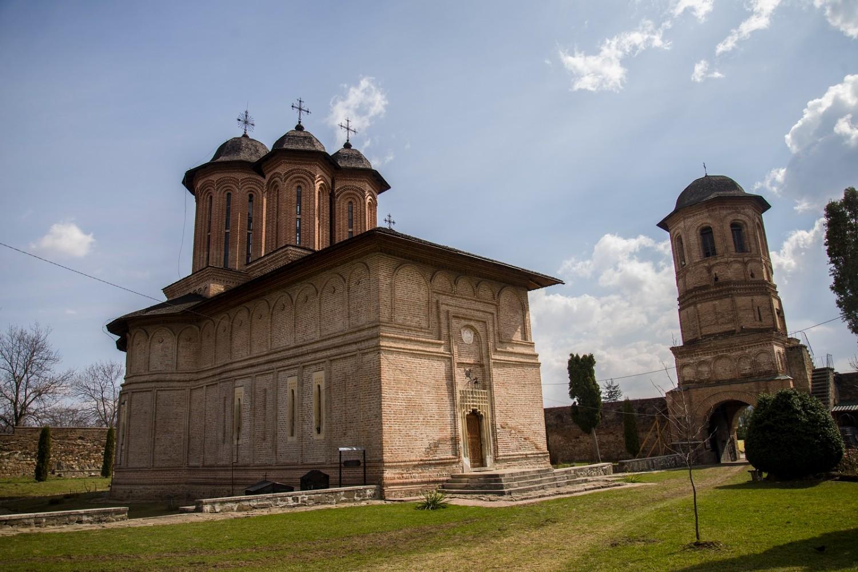 stilul brâncovenesc - manastirea brebu