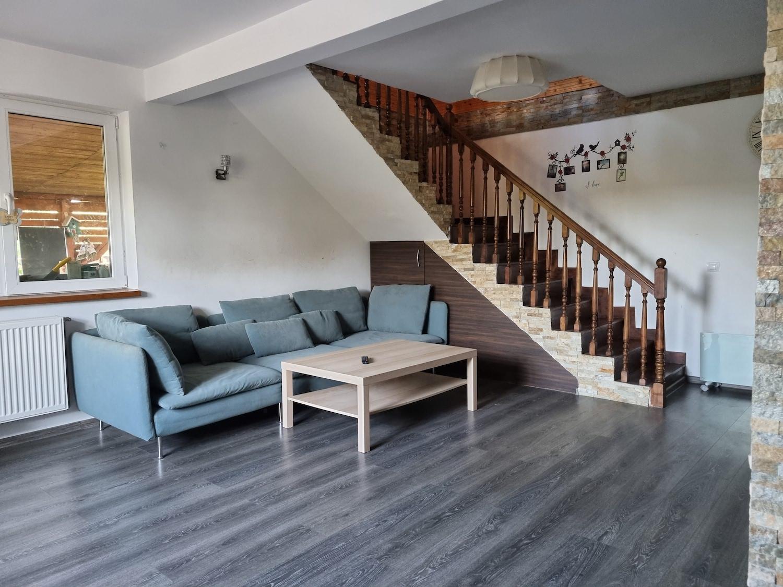 Familia Micu a investit peste 40.000 de euro în casa de la sat, construită de la zero