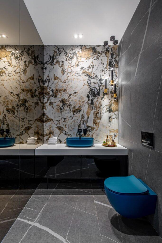 Amenajare vila duplex Otopeni stil eclectic - Sergiu Califar - Pure Mess Design - baie lastre ceramice Florim oglinda fumurie sanitare turcoaz