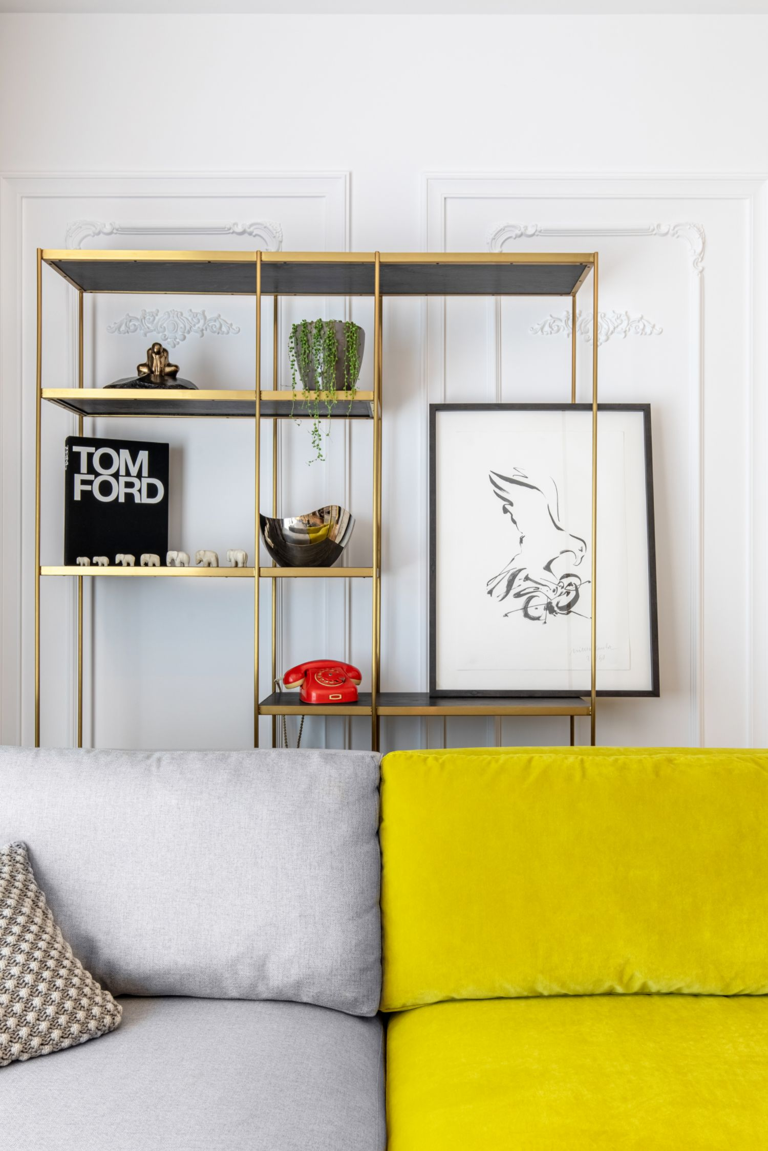 Amenajare vila duplex Otopeni stil eclectic - Sergiu Califar - Pure Mess Design - open space cu canapea galben gri Ditre Italia 2 (1)