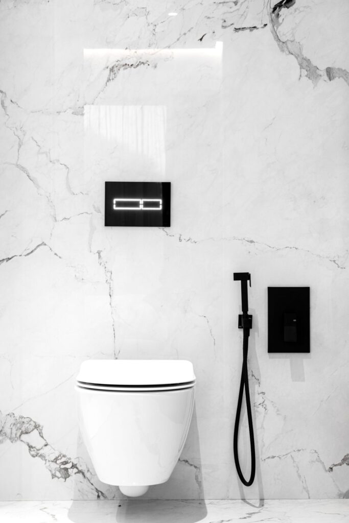 Apartament elegant amenajare Sami Bumbu Bucuresti - baie lux marmura (2)