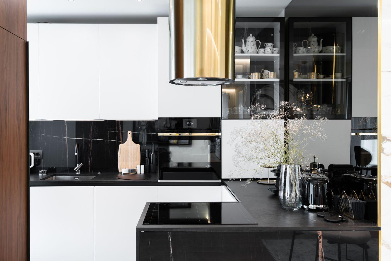 Apartament elegant amenajare Sami Bumbu Bucuresti - bucatarie marmura