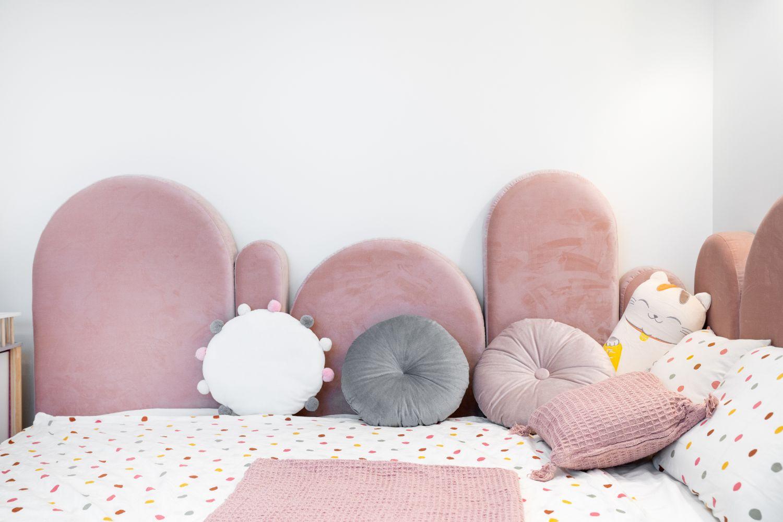 Apartament elegant amenajare Sami Bumbu Bucuresti - camera fetita roz (2)