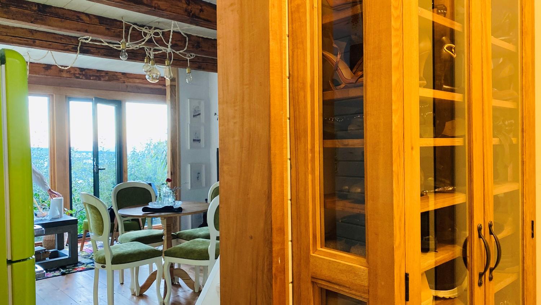 Tinerii susțin că au recompartimentat atât de bine casa, încât nu simt deloc lipsa spațiului